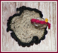 Crocheted tweed chicken pot holder with black scalloped edge
